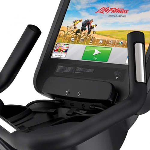 Life Fitness Plantinum Club Series Upright Bike w/SE Discover Tablet Console